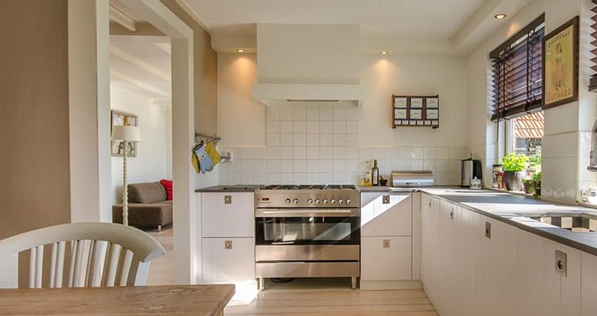 Come sostituire i filtri della cappa da cucina vediamo una rapida guida giovanelli shop - Sostituire cappa cucina ...